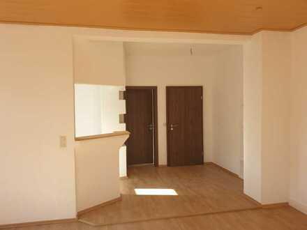 Große 3-Raum Wohnung im Zentrum von Geyer