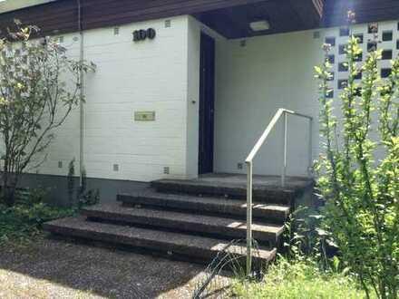 Schöne, geräumige Wohnung mit drei Zimmern in Frankfurt am Main, Niederursel