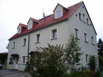 EG-Wohnung mit großer Terrasse, ideal für Singles