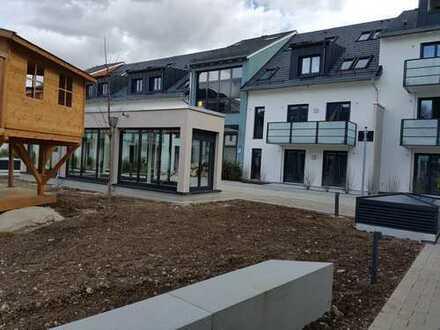 Neue 1,5-Zimmer-Wohnung mit Einbauküche, Loggia und TG-Stellplatz in München-Riem