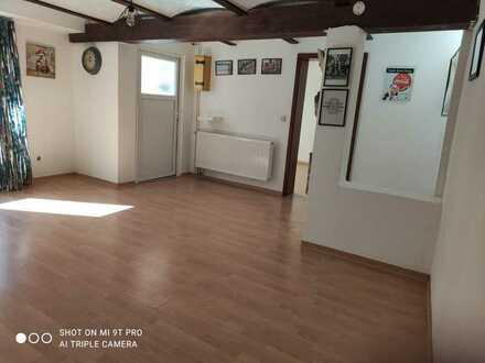 Schöne, helle 2-Raum-Wohnung mit Einbauküche im Donnersbergkreis