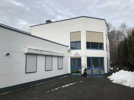 Provisionsfrei!!! Großzügiges Büro/Praxisgebäude mit seperater Halle in zentraler Lage
