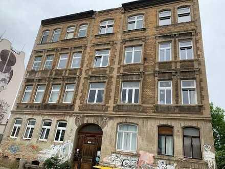 Sanierungsobjekt (teilweise vermietet) mit ca. 880 m² Wohnfläche und zusätzlicher Ausbaureserve