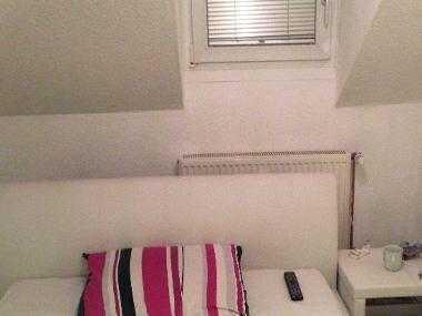 2 Zimmer in heller DG Wohnung frei