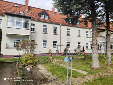 Wunderschöne hochwertig sanierte Wohnung mit EBK, indirekter Deckenbeleuchtung, Garage und Garten