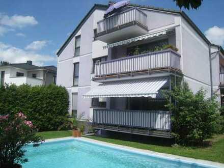 Attraktive helle 3-Zimmerwohnung mit Sonnenbalkon und Pool im Garten in Friedrichsdorf-Burgholzhause