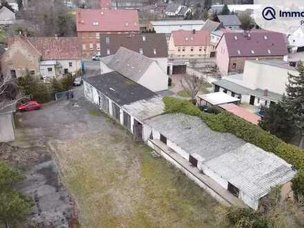 Grundstück mit Lagerhallen in Ortsmitte