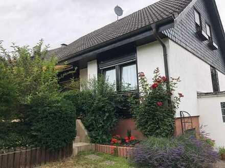 Bestlage, familienfreundliches EFH mit einem wunderschönen Garten und Garage