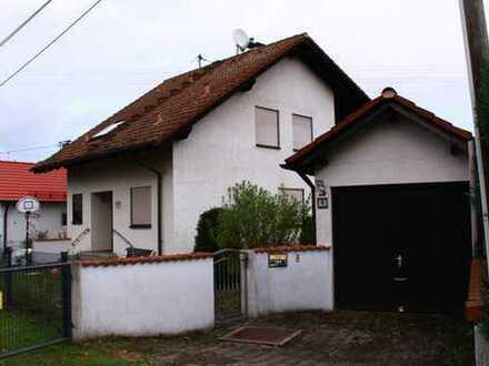 Schmucke Doppelhaushälfte, liebevoll renoviert