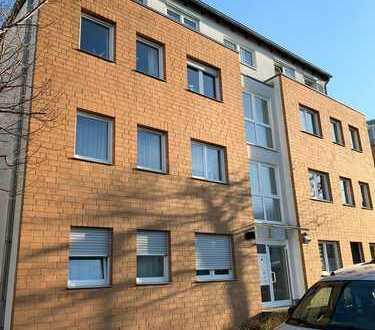 Stilvolle, gepflegte und altersgerechte 3-Zimmer-Wohnung mit Carport, Balkon und EBK in Alt-Hürth