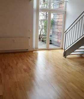 Traumhafte 2 Zimmer Galeriewohnung mit Balkon, Terrasse und EBK im Westen!