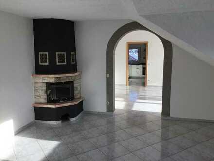 Schöne fünf Zimmer Wohnung in Heilbronn (Kreis), Kirchardt
