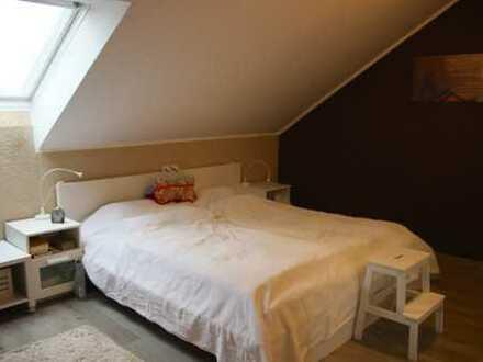 Stilvolle, gepflegte 4.5-Zimmer-DG-Wohnung mit Einbauküche in Dasing (provisionsfrei)