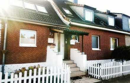 Schöne 2-Zimmer-Hochparterre-Wohnung mit Kamin, Wintergarten und Terasse