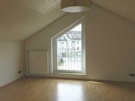 Dachgeschoss-Wohnung für Singles mit Niveau