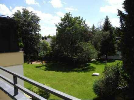 Helle möblierte 1-Zimmer-Wohnung mit großem Balkon und Blick ins Grüne in München, Harlaching
