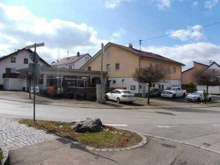 Wohn- und Geschäftshaus Gewerbeeinheit vermietet, 2 Wohnungen