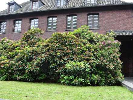Von privat: Gepflegtes 12-Zimmer-MFH mit Südwestgarten in Bergerhausen, Essen