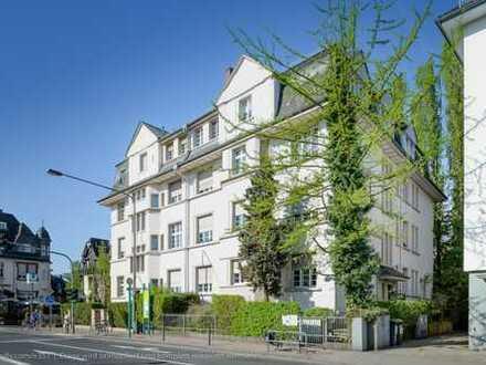 Büroetage/Praxis am Rande des Dichterviertels (Frankfurt/Dornbusch) von Privat.
