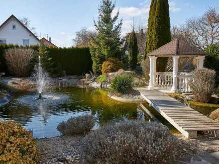 KNIPFER IMMOBILIEN - Großzügiges Einfamilienhaus mit Schwimmteich und Einliegerwohnung