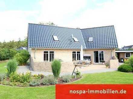Großzügiges und Top-gepflegtes Einfamilienhaus mit Doppelcarport und Terrasse in Meyn!