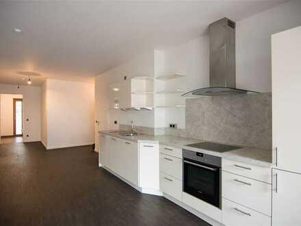 Moderne und großzügige 2-Zimmer-Wohnung mit Balkon-Terrasse in begehrter Lage (Szeneviertel)