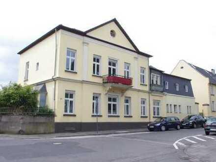 Sanierte 2-Zimmer-Wohnung an der Kölner Straße zu vermieten/mit Stellplatz