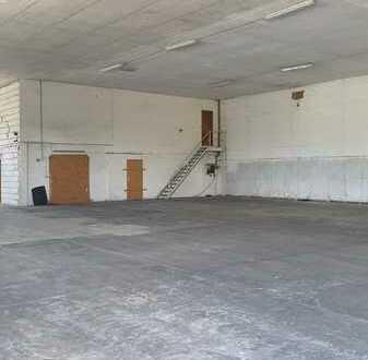 1.200 qm Lagerhalle, Funktionshalle, freitragend, 2 elektr. Alu-Rolltoren, trocken, sauber