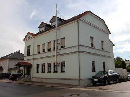 3-Zi. Erdgeschosswohnung ca.100m² mit Garten und Einzelgarage in einem 3-Fam.-Haus in Mintraching