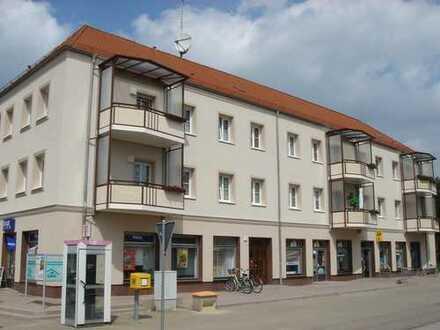 Geräumige 2-Raum-Wohnung mit Balkon in Schwarze Pumpe !!