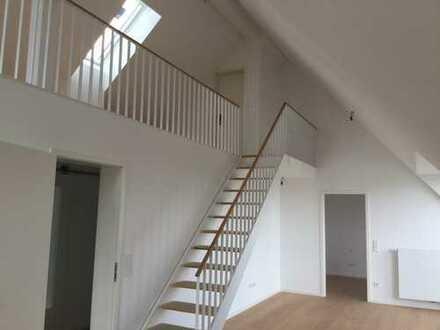 zauberhafte Dachgeschoßwohnung mit Terrasse und Balkon für Individualisten