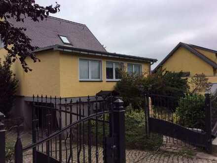 Großzügiges Einfamilienhaus mit vier Zimmern Tiefgarage u. Schwimmhalle Bernau bei Berlin