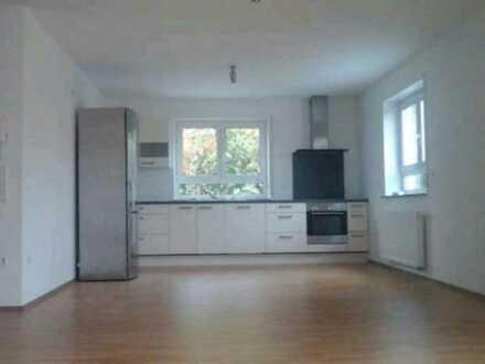 Vollständig renovierte 2-Zimmer-Wohnung mit Terrasse in Wacholderweg, Pforzheim-Büchenbronn