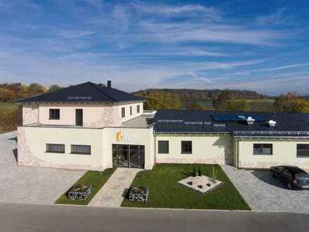 Wellness- und Freizeitzentrum mit Wohnung und Doppelgarage in Blaubeuren / Nähe Ulm
