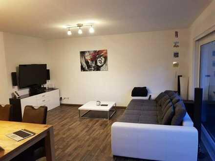 Sehr schöne, neuwertige 3-Zimmer Wohnung mit Balkon und EBK in Wiernsheim KFW 70 Haus