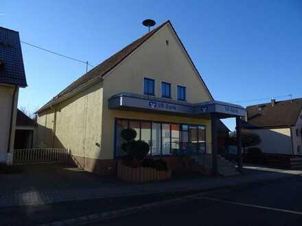 Büro- und/oder Geschäftsräume in ehemaliger Bankfiliale in Reifenberg