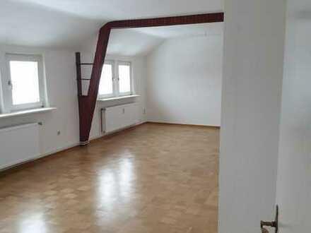 Freundliche, vollständig renovierte 4-Zimmer-DG-Wohnung zur Miete in Elze