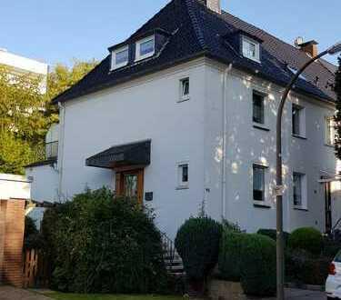 Gemütliches, zeitgemäß modernisiertes Eckhaus in der nördl. Gartenstadt
