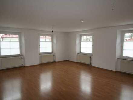 Helle 2-Zimmer Wohnung in saniertem Altstadtgebäude