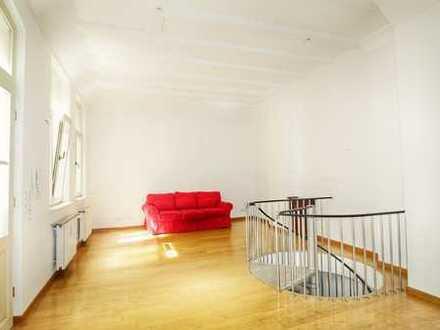 Außergewöhnliches Kutscherhaus im ruhigen Dichterviertel