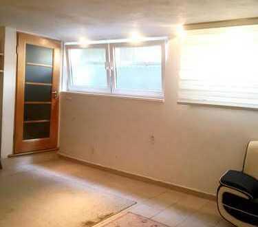 1 Zimmer von Haus mit 4 Schlafzimmern, Wohnzimmer, Küche, Bad, WC