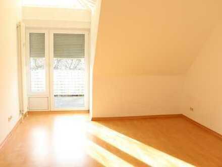 Gelegenheit: Großzügige Dachgeschosswohnung mit Balkon + EBK im Betreuten Wohnen! Kurzfristig frei!