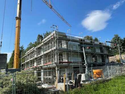 Reserviert ! lux. 4-5 Zi Wohnung mit Privatgarten, Terrasse, Balkon in sonniger Lage ,KFW 55