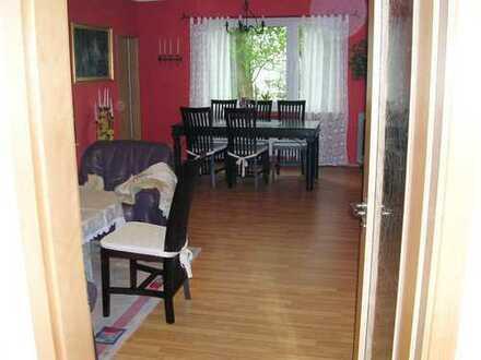 Haus im Haus - schöne EG/Hochparterre-Wohnung mit eigenem Eingang in ruhiger Lage