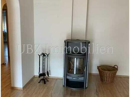 **Wunderschöne, top-renovierte und äußerst großzügige 3-Zimmer Wohnung in ruhiger Lage mit Balkon**