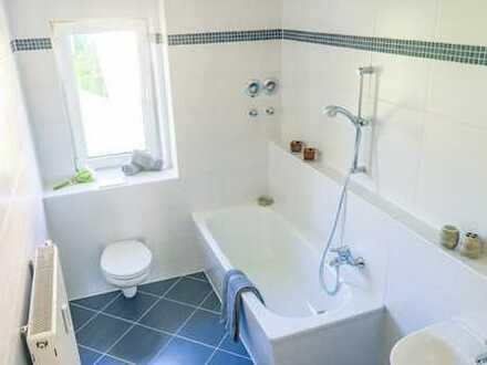 Helle 2-Raum-Wohnung mit Tageslichtbad