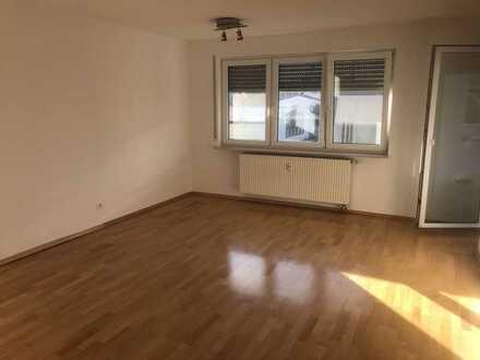 Provisionsfreie Stilvolle, vollständig renovierte 3-Zimmer-Wohnung mit Balkon und EBK in Stuttgart
