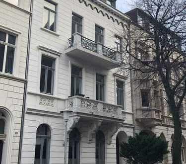 2,5-Zi in liebenswerter Jugendstil Immobilie, Original Stuck, mit 2 Balkonen und EBK in Krefeld