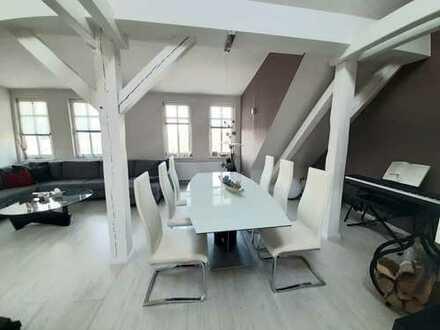 Geräumige und stilvolle 3-Raum-Wohnung mit Charme sucht Nachmieter/in
