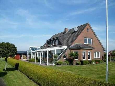 Großes Einfamilienhaus mit hoher Ausstattung, Wintergarten und Blockhütte